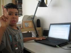 Maciej podczas pisania recenzji