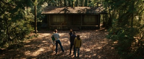 domek w srodku lasu